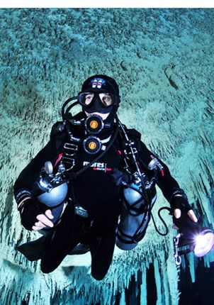 Stage Cave Diver